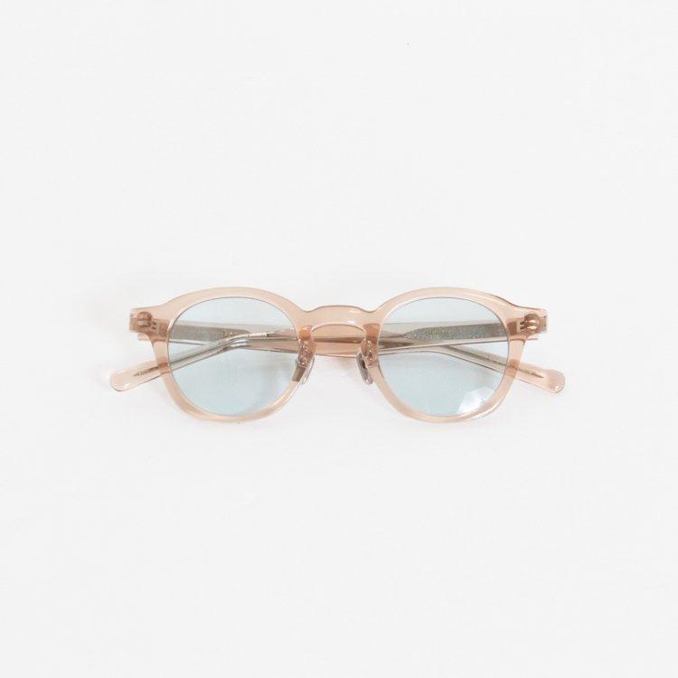 メガネブランドkearnyのレンズに薄く色が付いたメガネ(型番はdearie)