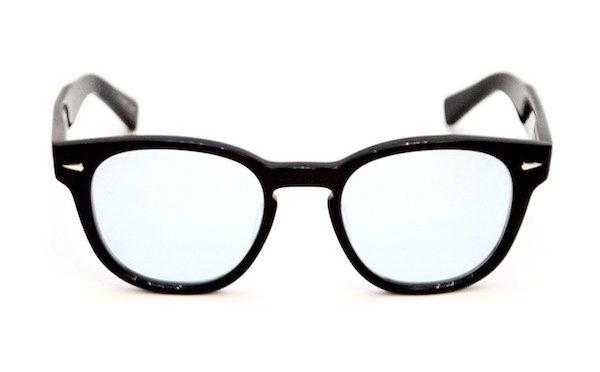 シリーズ名がウェリントンという黒い眼鏡